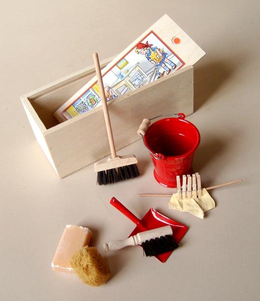 Dolls-broom-set-1-600x600